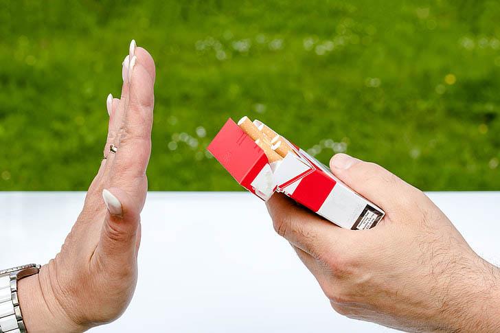 Arrêter de fumer des cigarettes n'a jamais été aussi simple.
